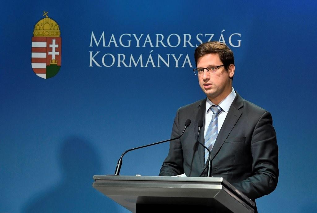 Gulyás Gergely kormányinfót tart.