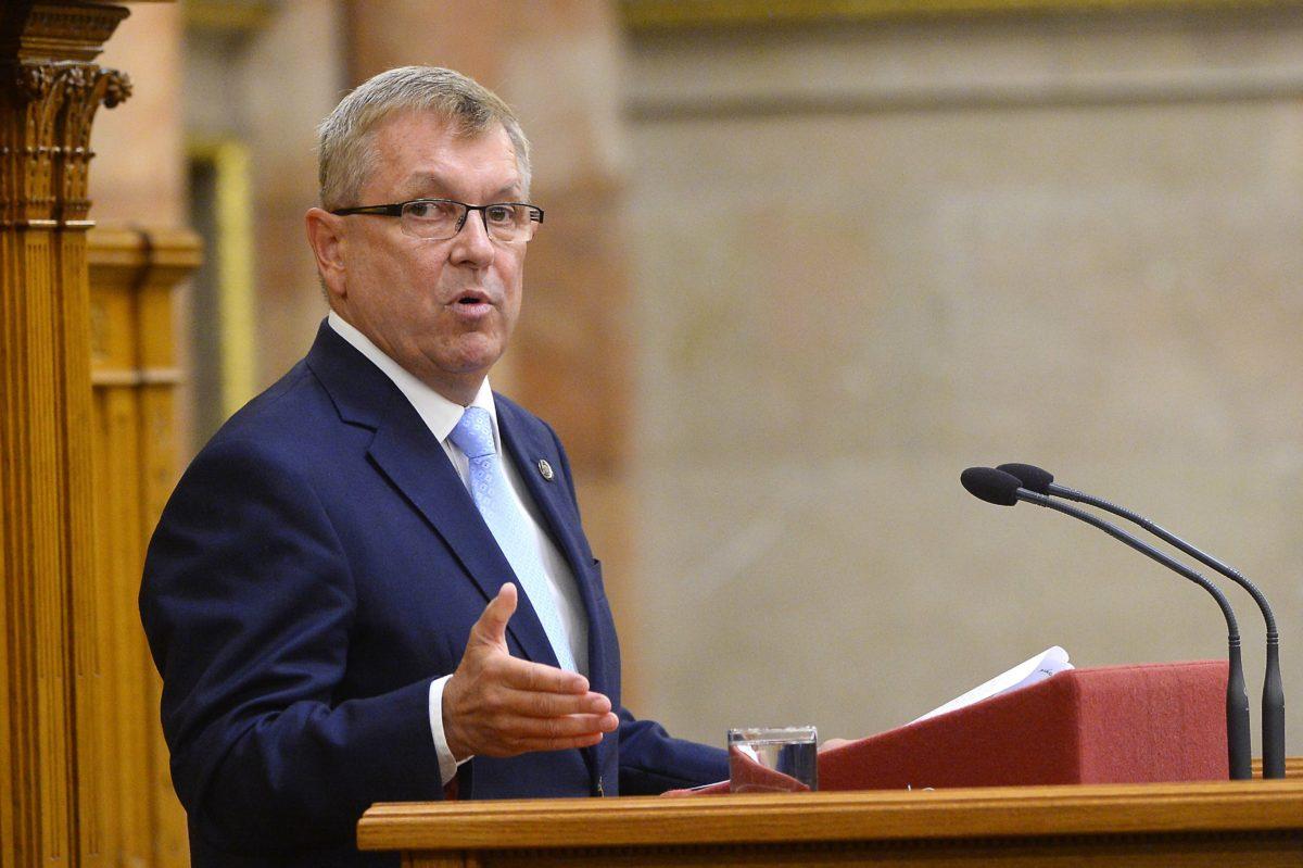 Matolcsy György, a Magyar Nemzeti Bank elnöke felszólal a jegybank 2017-es üzleti jelentése és beszámolója, valamint az annak elfogadásáról szóló országgyűlési határozati javaslat együttes általános vitájában az Országgyűlés plenáris ülésén 2018. október 18-án.