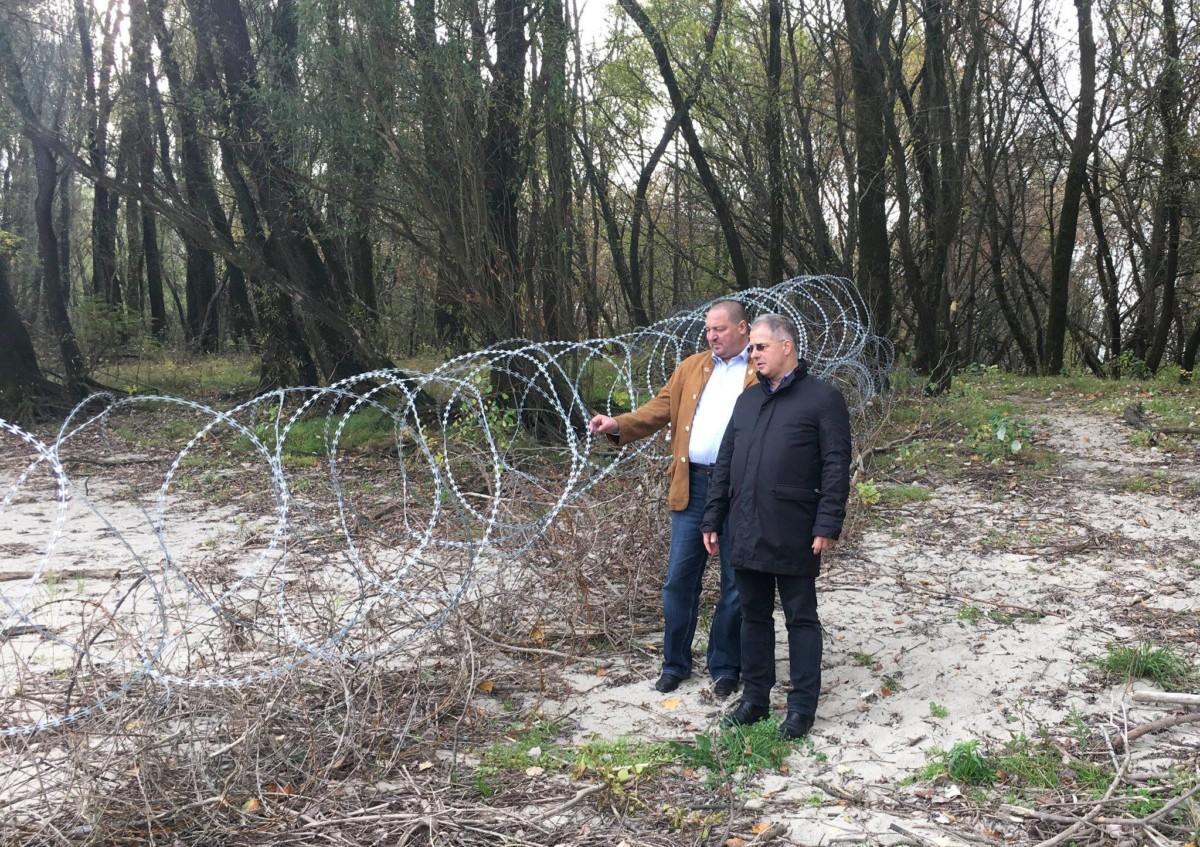 Németh Szilárd és Kósa Lajos megtekinti a szerb-horvát-magyar határt 2018. október 28-án.