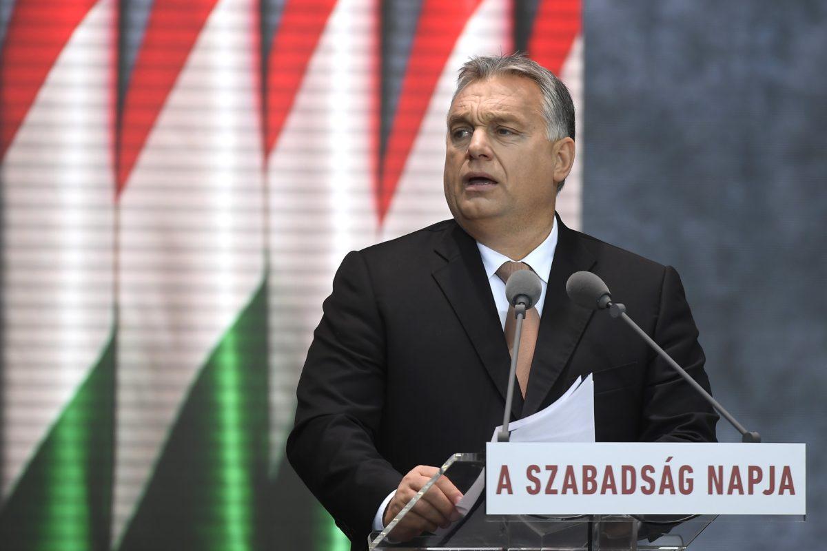 Orbán Viktor miniszterelnök beszédet mond az 1956-os forradalom és szabadságharc kitörésének 62. évfordulóján tartott megemlékezésen a fővárosi Terror Háza Múzeumnál 2018. október 23-án.