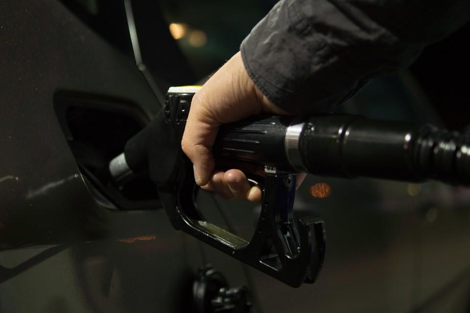 Nagyot változnak az üzemanyagárak pénteken