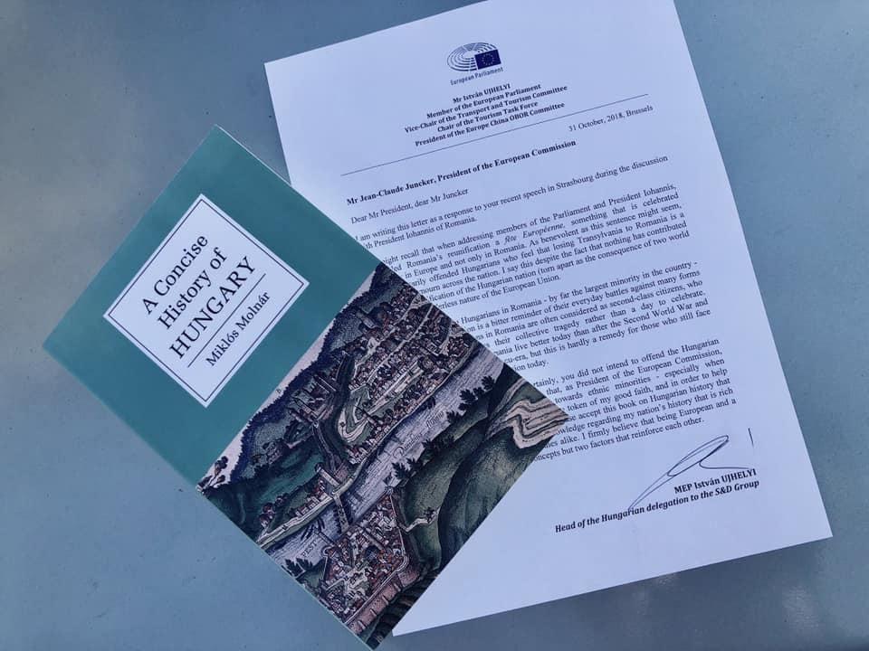 Ujhelyi történelemkönyvet küldött Jean-Claude Junckernek