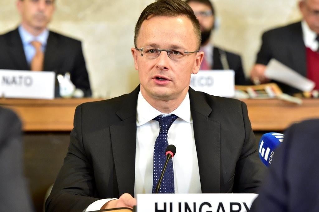 A Külgazdasági és Külügyminisztérium (KKM) által közreadott képen Szijjártó Péter külgazdasági és külügyminiszter felszólal a Genfben rendezett Afganisztán-konferencián 2018. november 28-án.