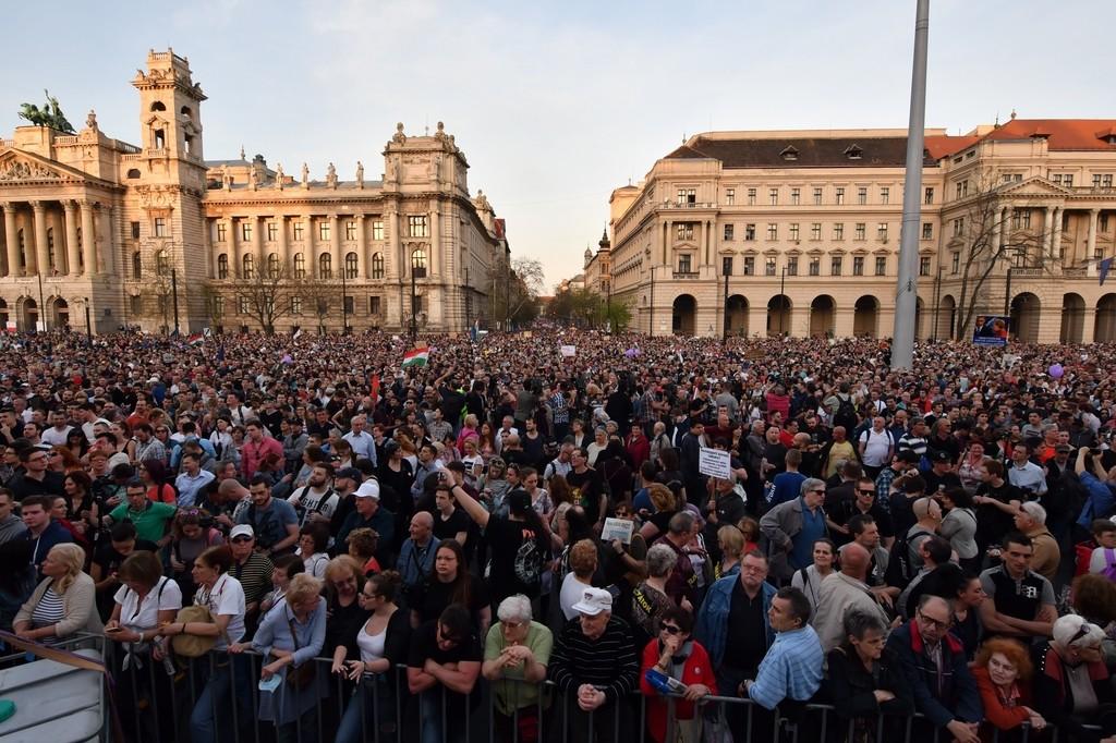 A Facebookon meghirdetett, ellenzéki pártok részvételével tartott demonstráció Budapesten, a Kossuth téren 2018. április 14-én.
