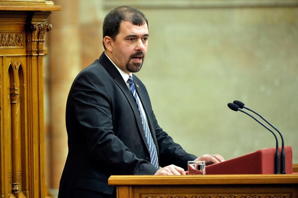 Szávay István, a Jobbik vezérszónoka az egyesülési jogról, a közhasznú jogállásról, valamint a civil szervezetek működéséről és támogatásáról szóló törvény módosításáról szóló vitában az Országgyűlés plenáris ülésén 2018. november 14-én.