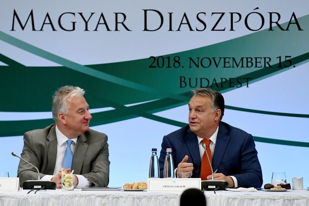 Orbán Viktor és Semjén Zsolt a Magyar Diaszpóra Tanács plenáris ülésén.