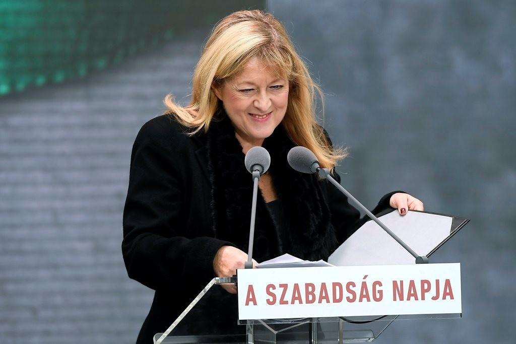 Schmidt Mária beszédet mondta a Terror Háza Múzeumnál 2018. október 23-án.