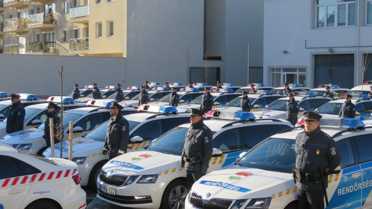Új rendőrautók