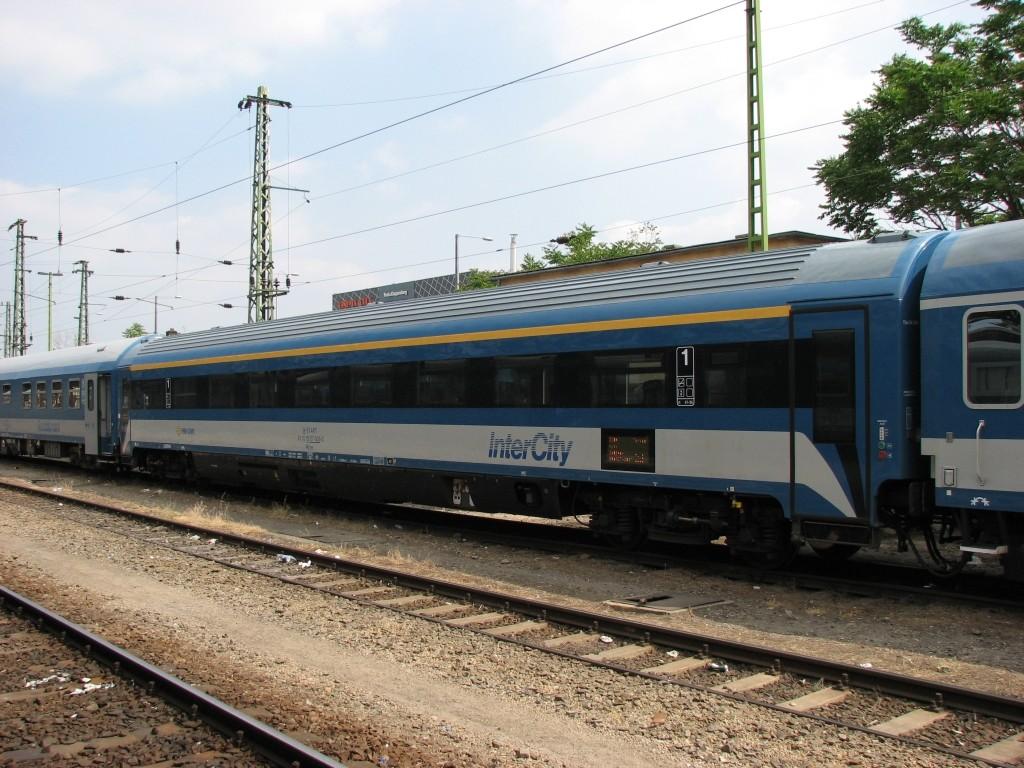 A Kétfarkú kiszámolta: 555 kilométernyi házat építhetnénk a Budapest-Belgrád vasútvonal árából