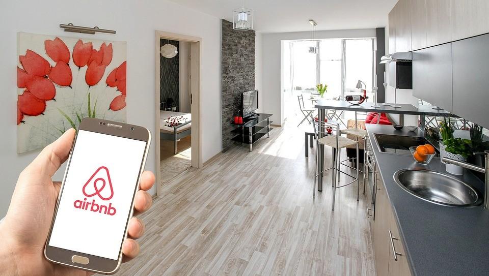 Megadóztatná az Airbnb-s lakásokat a VIII. kerület