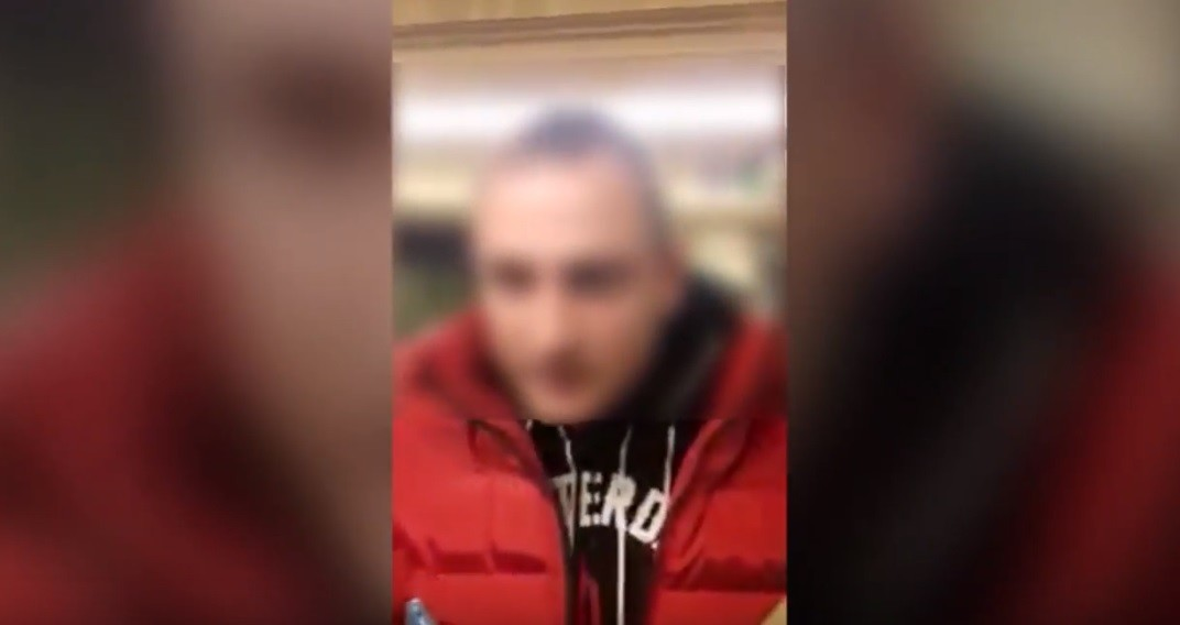 Megtalálták a CEU-tüntetőkre támadó 4-es metrós suttyót