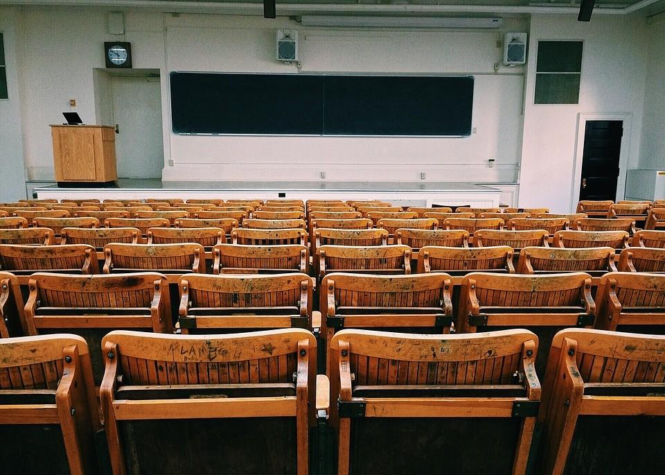 Sokkolóan zuhan a magyarországi felsőoktatásban tanulók aránya