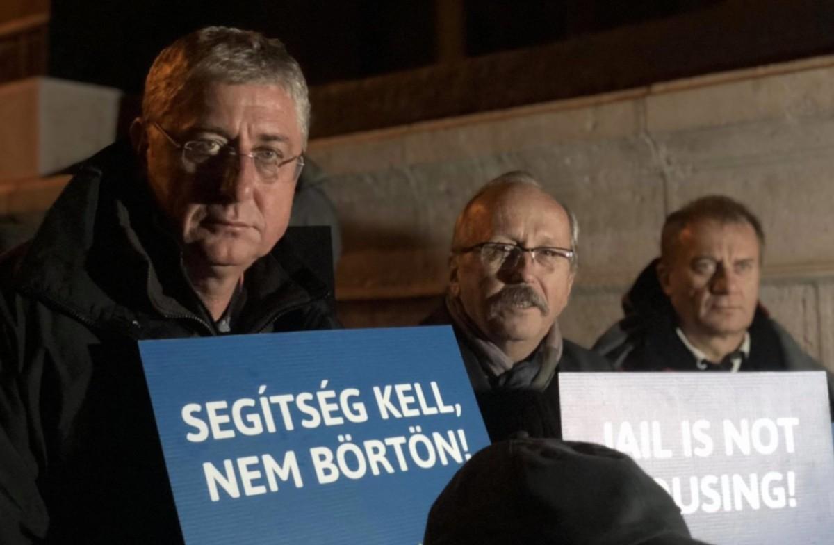 Gyurcsány Ferenc 2018. október 26-án a budapesti Kossuth téren, a hajléktalanokért szervezett virrasztáson.
