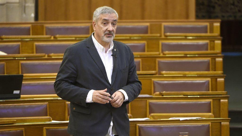 Halász János a Parlamentben.