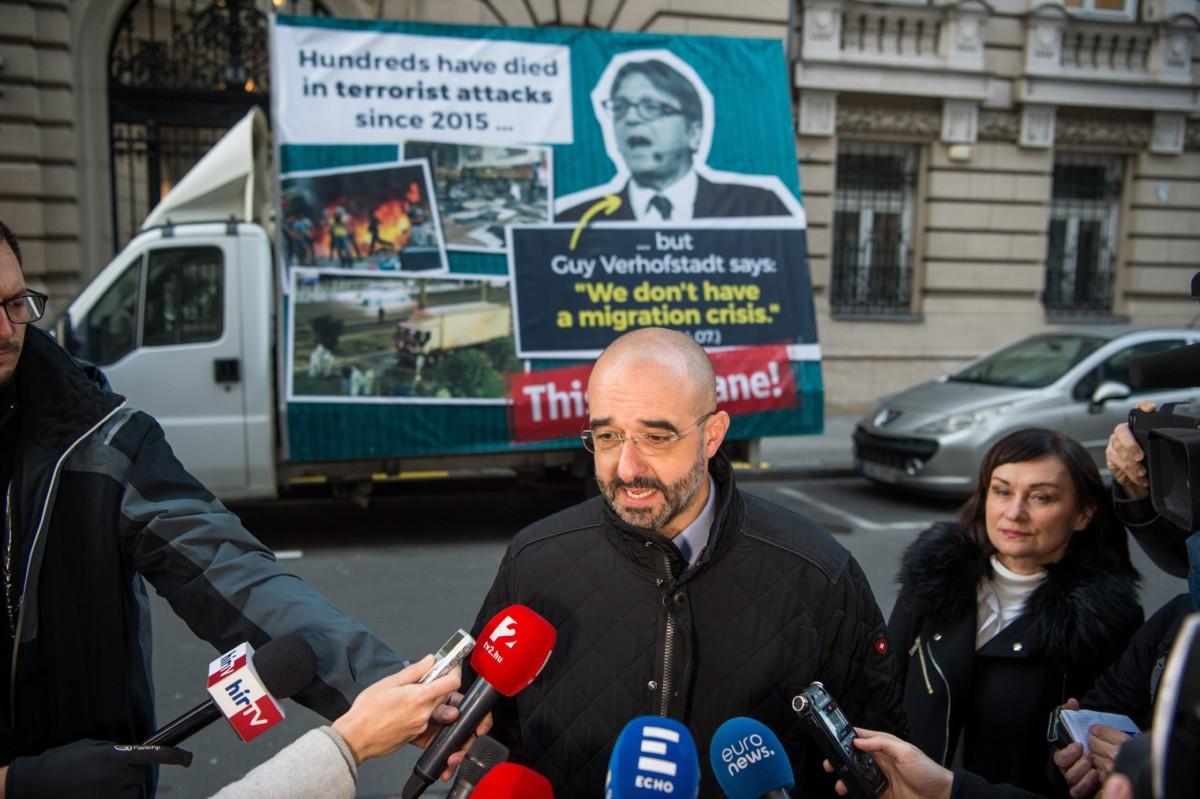 Kovács Zoltán kormányszóvivő a Kormányinfó sajtótájékoztatón a Miniszterelnöki Kabinetiroda előtt Budapesten, a Garibaldi utcában 2018. november 28-án.