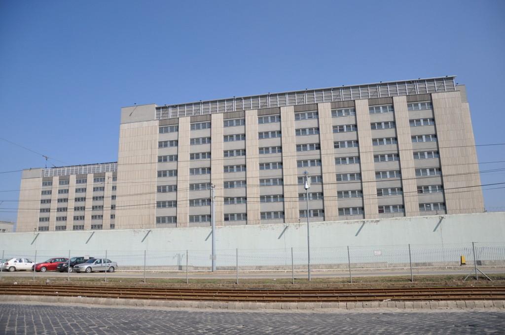 A Fővárosi Büntetés-végrehajtási Intézet 3. sz. objektuma, avagy a Maglódi úti büntetés-végrehajtási intézet utcára néző részei.