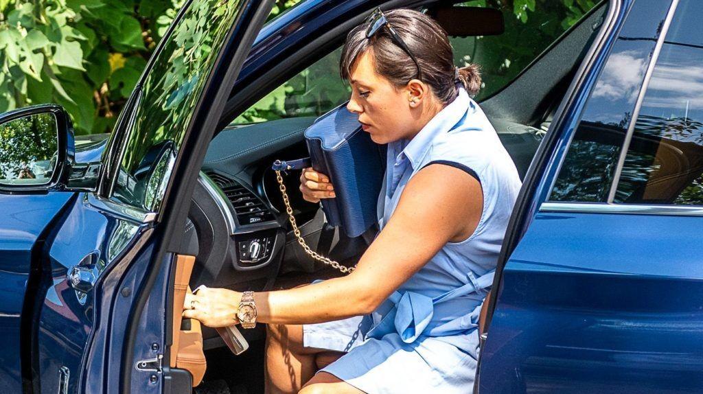 Több mint 20 millió forintos BMW-ből szállt ki a saját lábán álló Orbán Ráhel