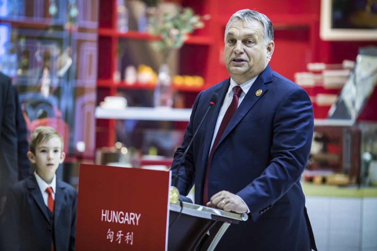 A Miniszterelnöki Sajtóiroda által közreadott képen Orbán Viktor miniszterelnök beszédet mond a magyar pavilon megnyitásán a Kínai Nemzetközi Import Expón Sanghajban 2018. november 6-án.