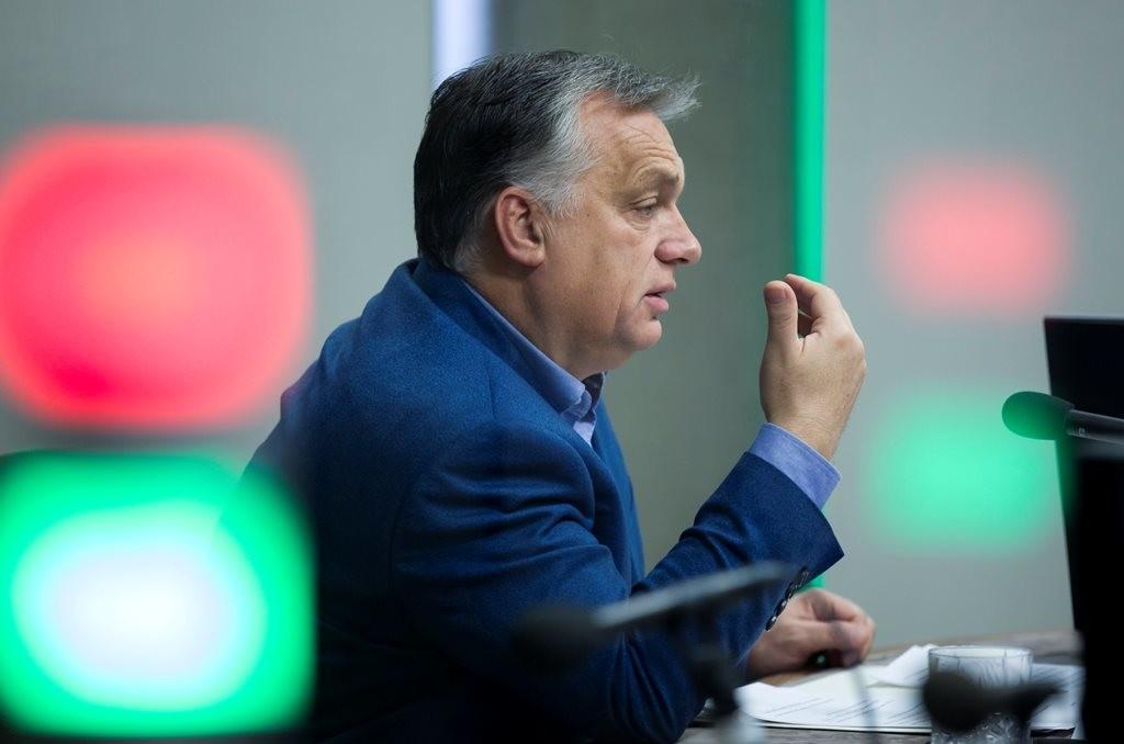 Miniszterelnöki interjú a Kossuth rádióban.