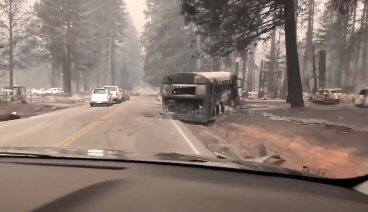 Mint egy szellemváros: videón a tűzvész utáni kaliforniai Paradise