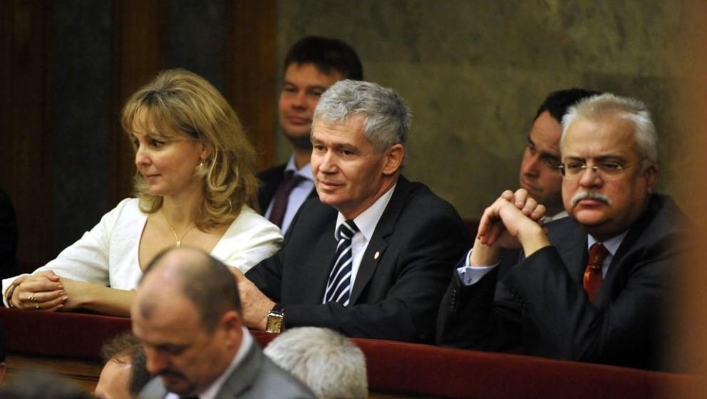 Polt-Palásthy Marianna és a Polt Péter a parlamentben.