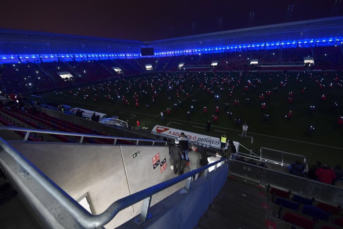 Gyerekek előadása a MOL Aréna Sóstó futballstadion avatóünnepségén Székesfehérváron 2018. november 21-én.
