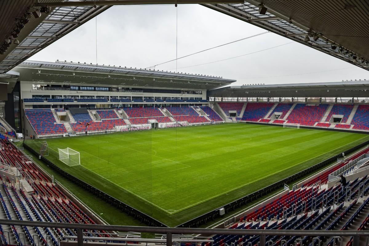 Az új székesfehérvári Sóstói Stadion 2018. november 19-én. A 14.200 ember befogadására alkalmas stadion 14 milliárd forintba került. A MOL Vidi FC tulajdonosa, a Fehérvár FC Kft. bérli a stadion sport-, és irodai célú részeit Székesfehérvár önkormányzatától.