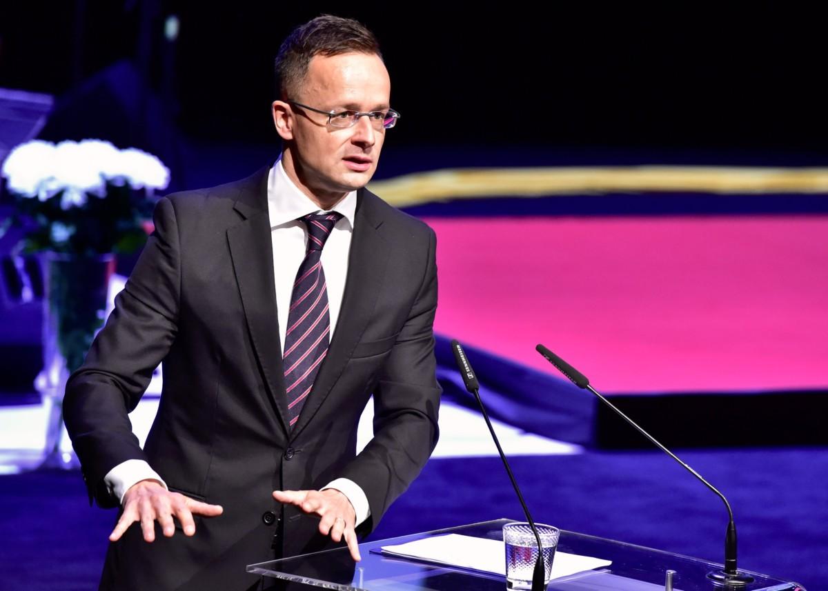 A Külgazdasági és Külügyminisztérium által közzétett képen Szijjártó Péter külgazdasági és külügyminiszter beszédet mond a szlovén könyvvásár megnyitóján Ljubljanában 2018. november 20-án.
