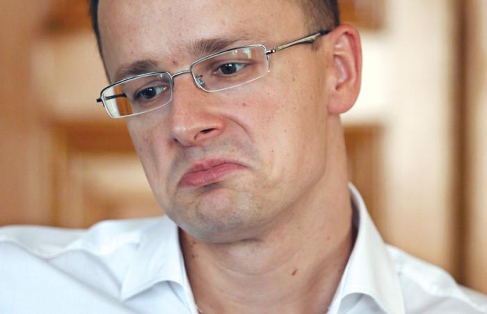 A Párbeszéd lemondatná Szijjártó Pétert a szökött macedón bújtatása miatt
