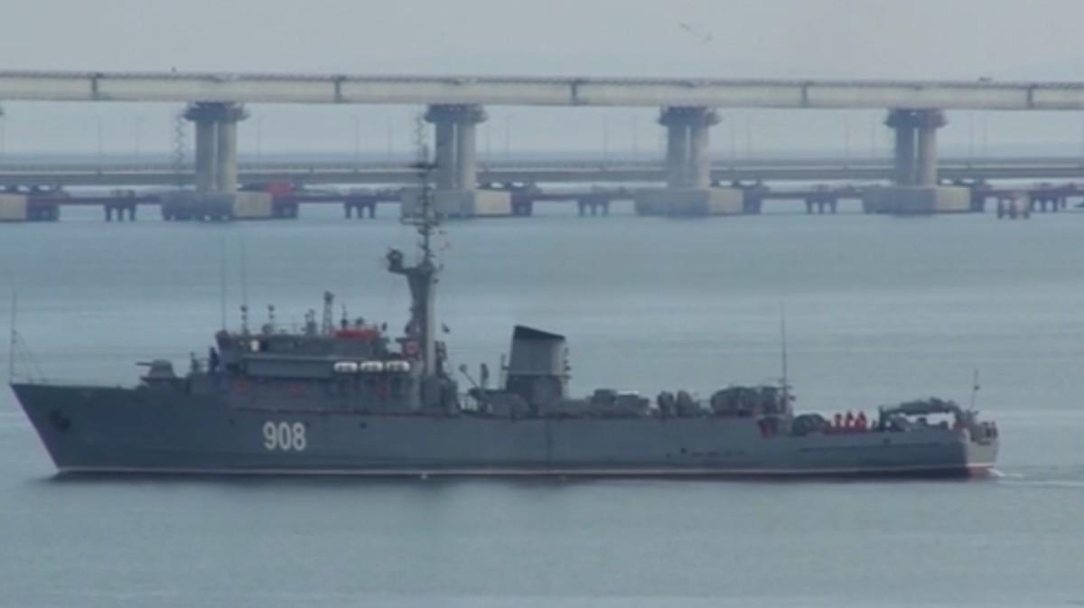 Letaroltak az oroszok egy ukrán hadihajót, az ukránok hadiállapot bevezetését tervezik