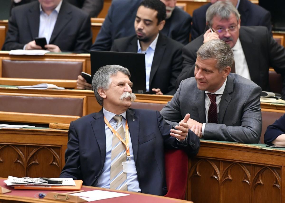 Kövér László, az Országgyûlés elnöke (b) és Szatmáry Kristóf, a Fidesz képviselõje az Országgyûlés plenáris ülésén 2018. november 27-én.