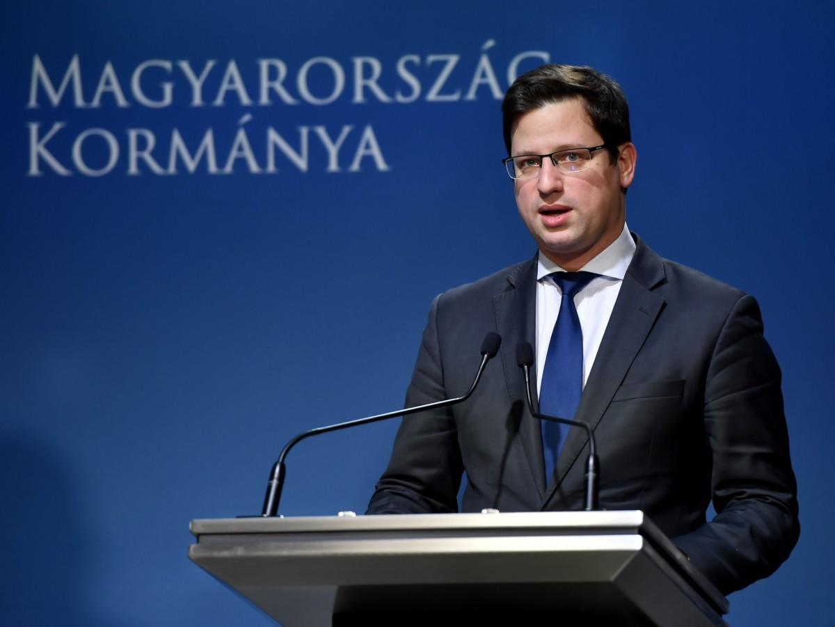 Gulyás Gergely, a Miniszterelnökséget vezető miniszter a Kormányinfó sajtótájékoztatón a Miniszterelnöki Kabinetiroda Garibaldi utcai sajtótermében 2018. december 13-án.