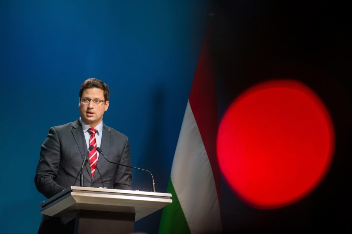 Gulyás Gergely, a Miniszterelnökséget vezetõ miniszter a Kormányinfó sajtótájékoztatón a Miniszterelnöki Kabinetiroda Garibaldi utcai sajtótermében 2018. november 28-án.