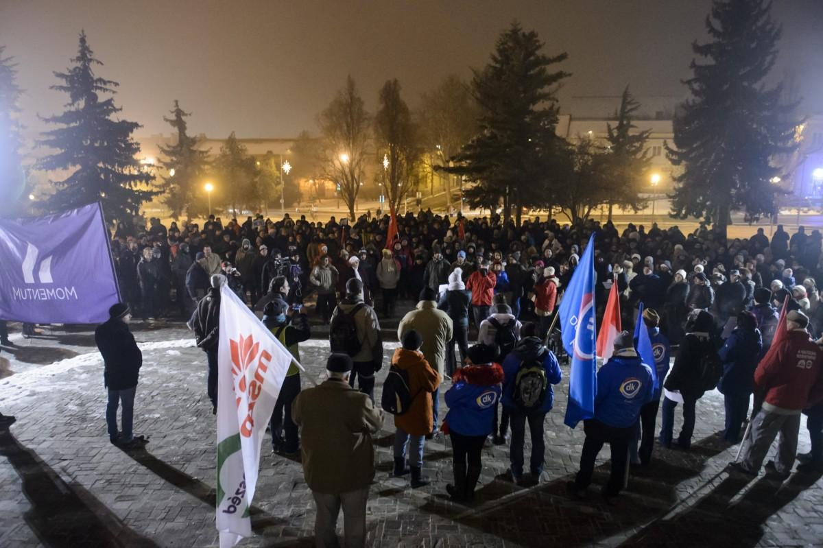 Kormányellenes tüntetés Egerben 2018. december 19-én.
