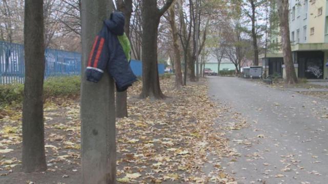 Egy önkéntes csapat meleg holmikat akasztott ki Szegeden villanyoszlopokra, hamarosan szinte mind eltűnt