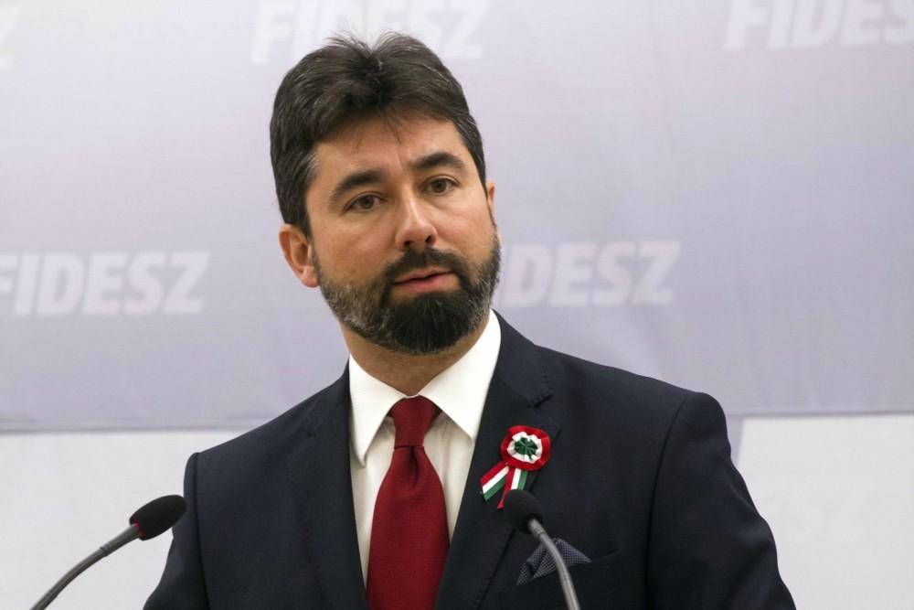 Fidesz: a bevándorláspárti Soros-hálózat szervezi a külföldi Soros-zsoldosokat az erőszakos Soros-tüntetésekre, illetve Soros