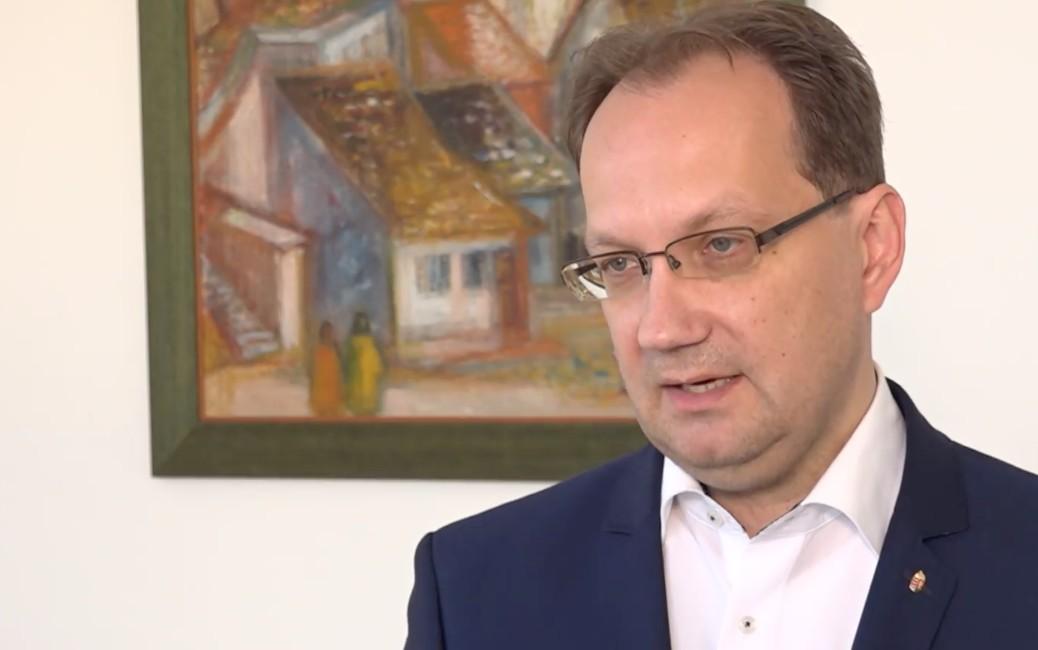 Íme a fideszes politikus, aki kétszer is kitöltötte a nemzeti konzultációt