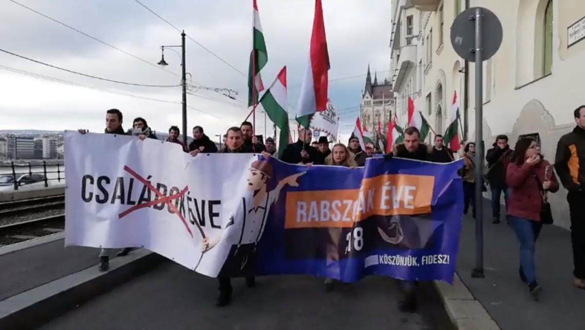 A Jobbik elindult Áderhez, megkérni, hogy ne írja alá a rabszolgatörvényt