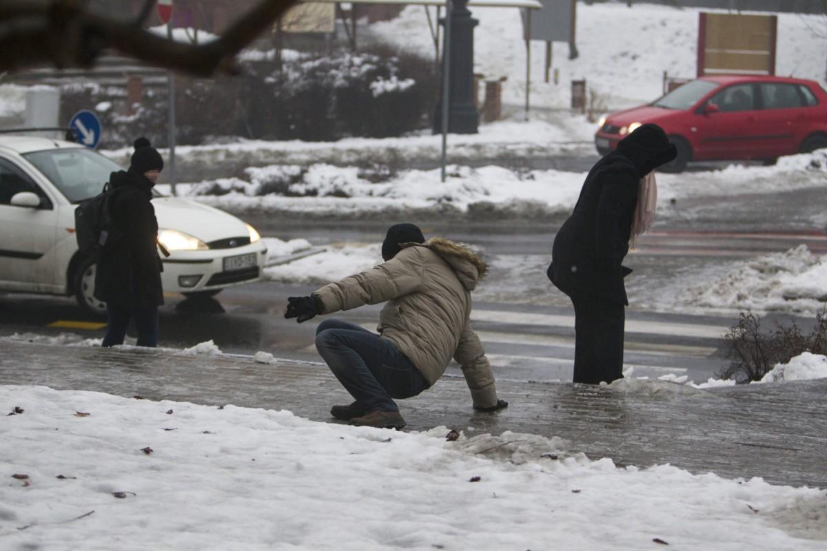 Figyelmeztetést adtak ki több megyére és a fővárosra ónos eső miatt