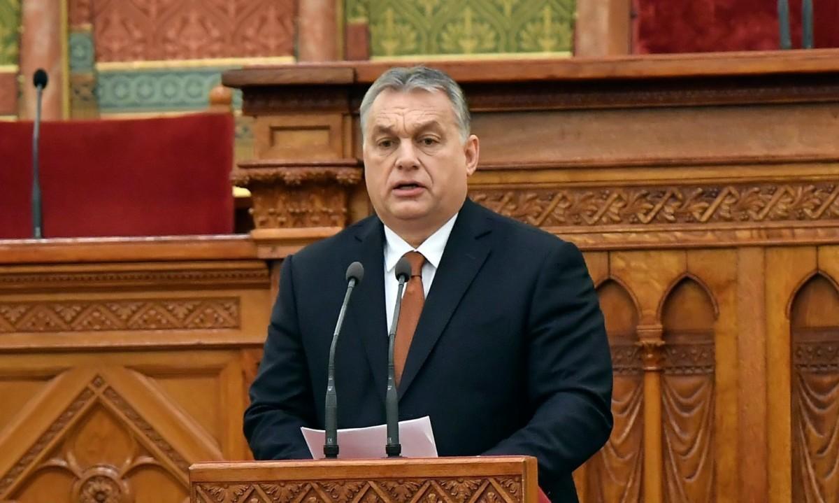 Orbán Viktor miniszterelnök beszédet mond az Antall József néhai miniszterelnök halálának 25. évfordulója alkalmából rendezett Küldetés és szolgálat című emlékkonferencián az Országház Felsőházi üléstermében 2018. december 11-én.