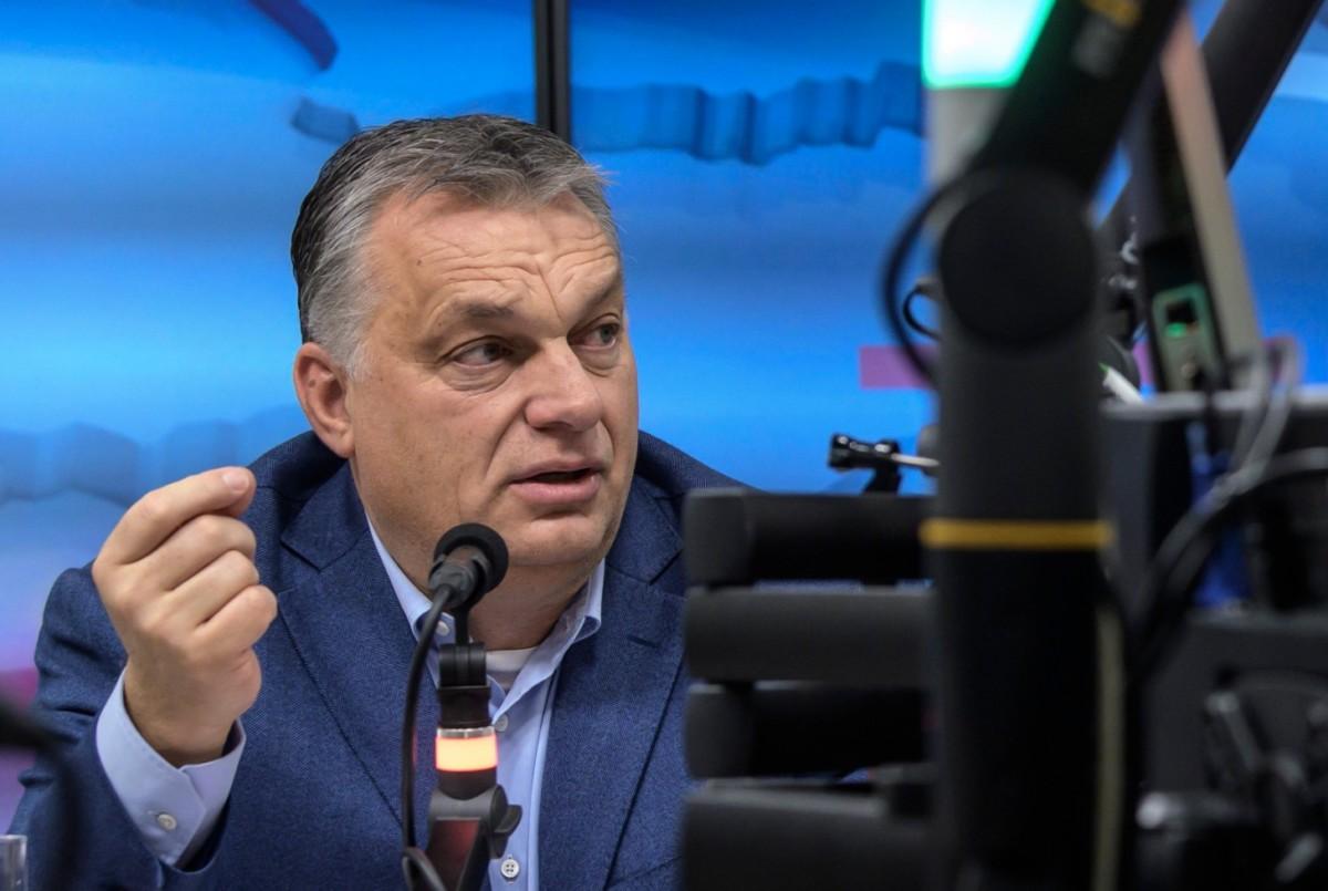 Orbán Viktor miniszterelnök interjút ad a Jó reggelt, Magyarország! címû műsorban a Kossuth rádió stúdiójában 2018. december 7-én.