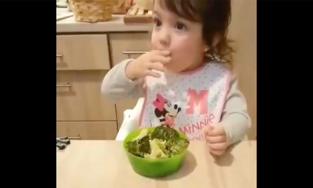 Letarolja a netet a pécsi kislány vacsorázós videója