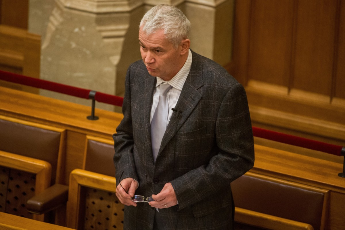 Polt Péter legfőbb ügyész azonnali kérdésre válaszol az Országgyűlés plenáris ülésén 2018. november 26-án.
