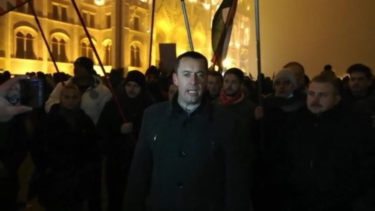 Vidékieket mozgósítana a Jobbik a budapesti tüntetésekre
