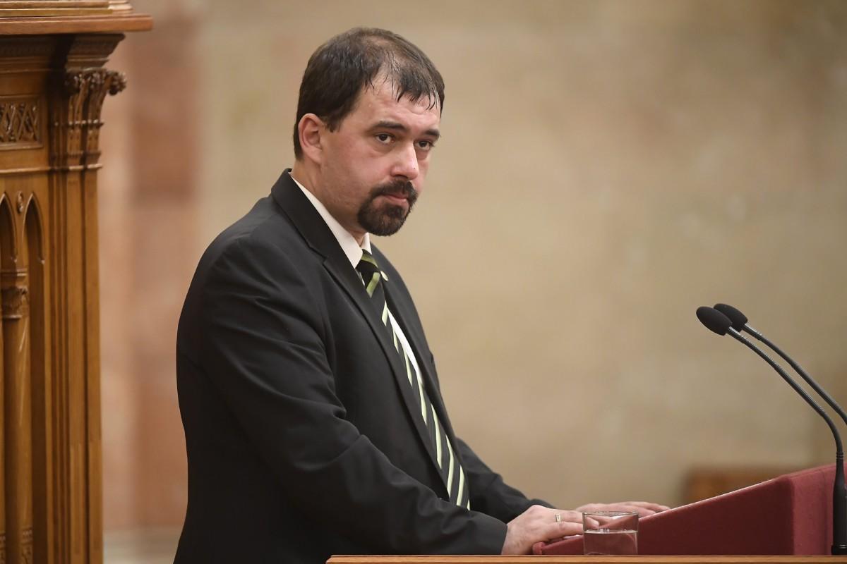 Szávay István jobbikos képviselő, a Magyar-székely összetartozás napjáról szóló javaslat egyik előterjesztője felszólal az indítvány általános vitájában az Országgyűlés plenáris ülésén 2018. november 28-án.