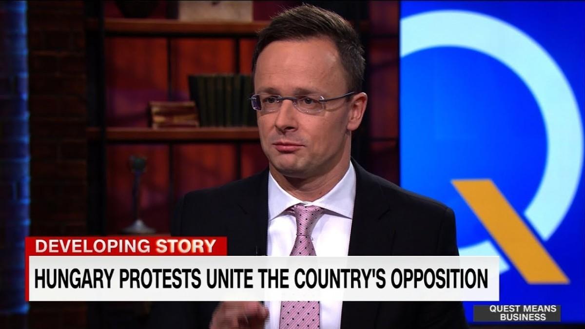 Úgy felkérdezte a CNN riportere Szijjártó Pétert, hogy Soros György adta a másikat