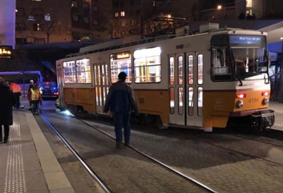 Kisiklott egy villamos Budapesten, a Széll Kálmán téren