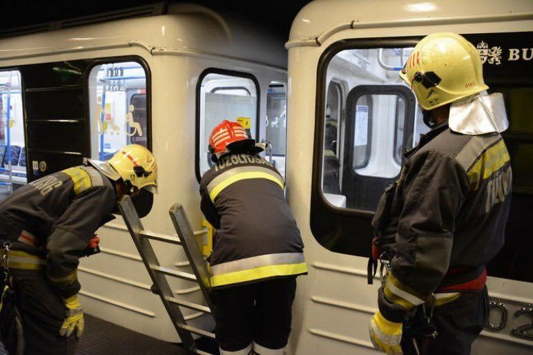 Halálra gázoltak valakit a 3-as metróban