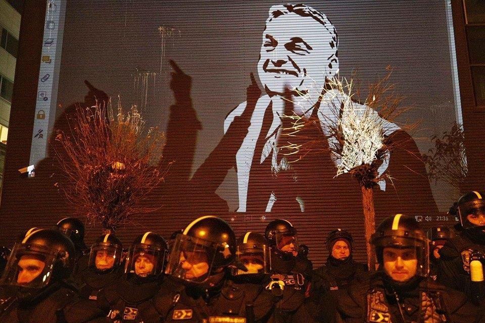 Medián: betett a Fidesznek a rabszolgatörvény, rengeteg rajongót vesztett a párt