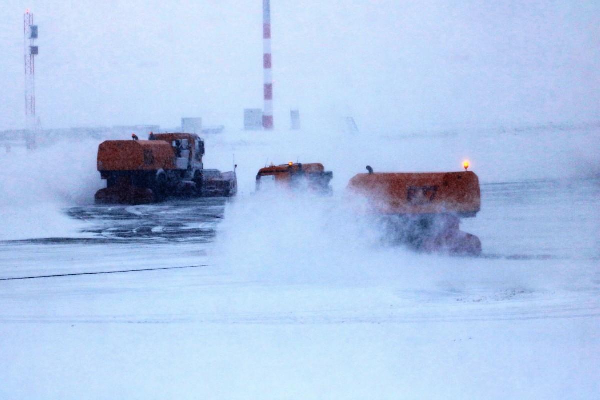 Fennakadások a havazás miatt a Liszt Ferenc Nemzetközi Repülőtéren.
